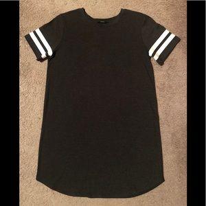 Dresses & Skirts - T-shirt dress